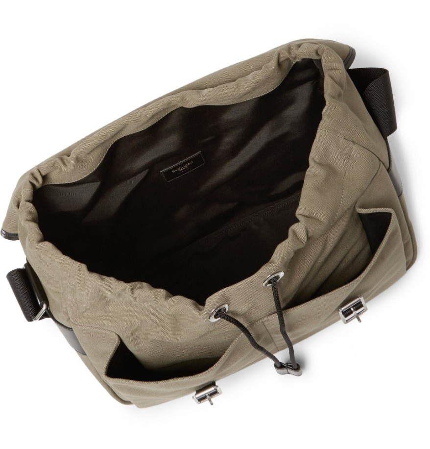 The drawstring is a nice touch, making it more relaxed and casual.
