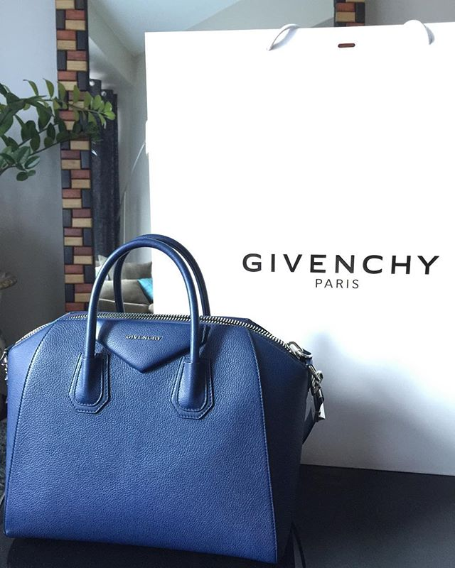 Givenchy  Antigona Medium in Goatskin Navy Blue